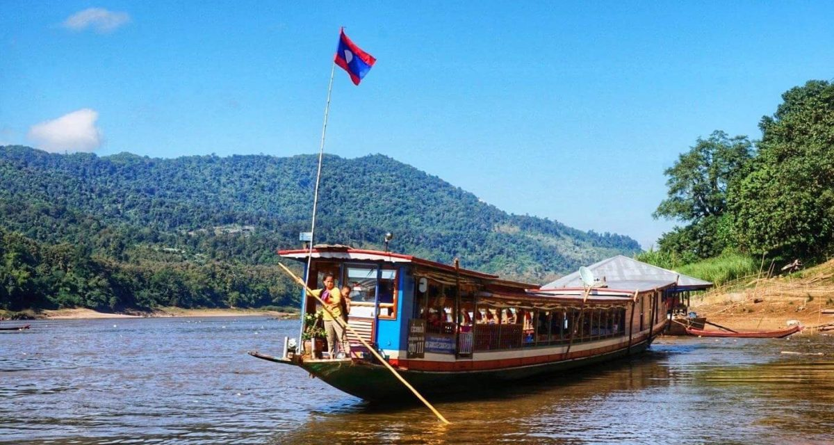 In Laos : Slow Boat, Slow Life     CHAPTER 1